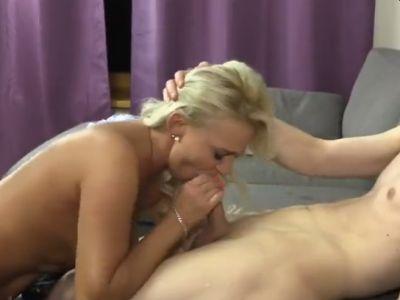 Hete blonde gilf, sex met jonge man