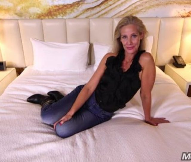 Sexy Blonde Mom Has Fucking On Her Casting