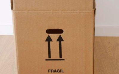 ¿Qué significan los símbolos de las cajas de cartón?