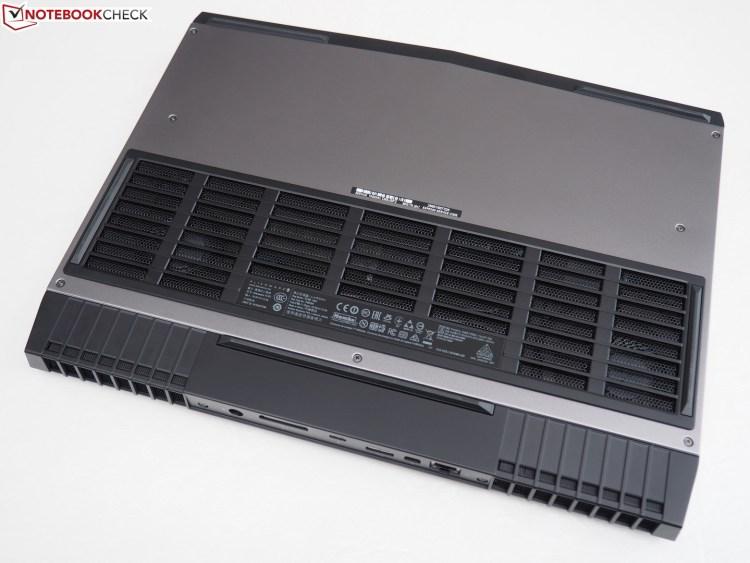 Alienware 15 R4 dessous