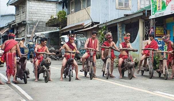 Bicicletas de madera: así se transporta esta tribu en Filipinas