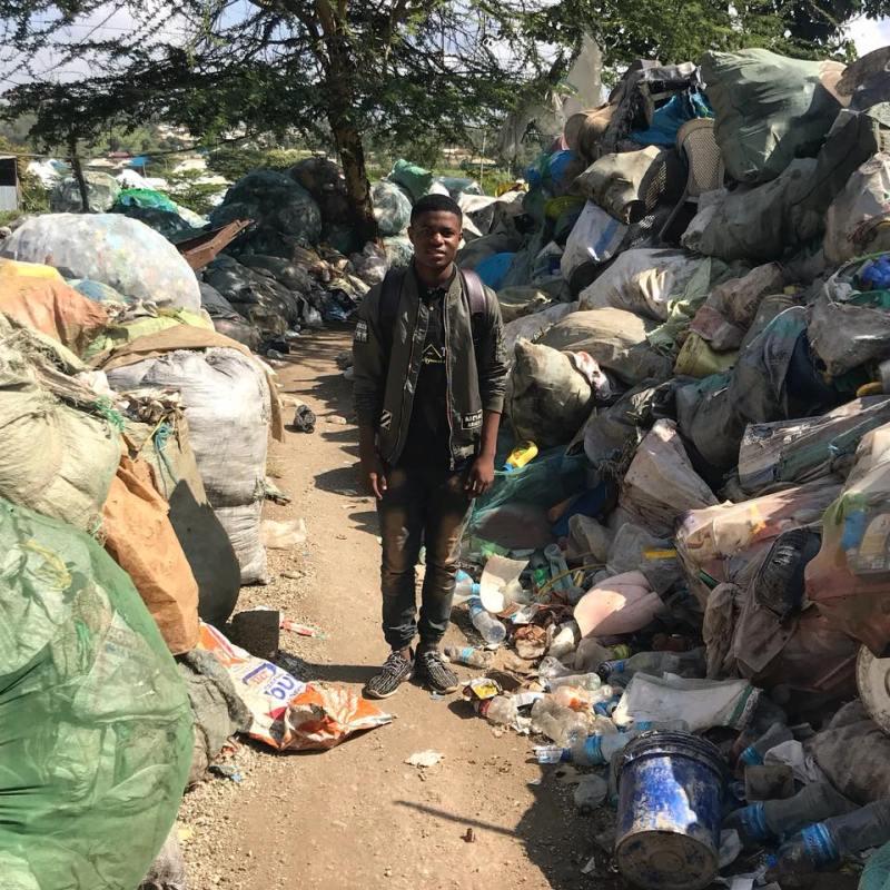 , Este joven convierte basura plástica en materiales de construcción baratos y ultra resistentes