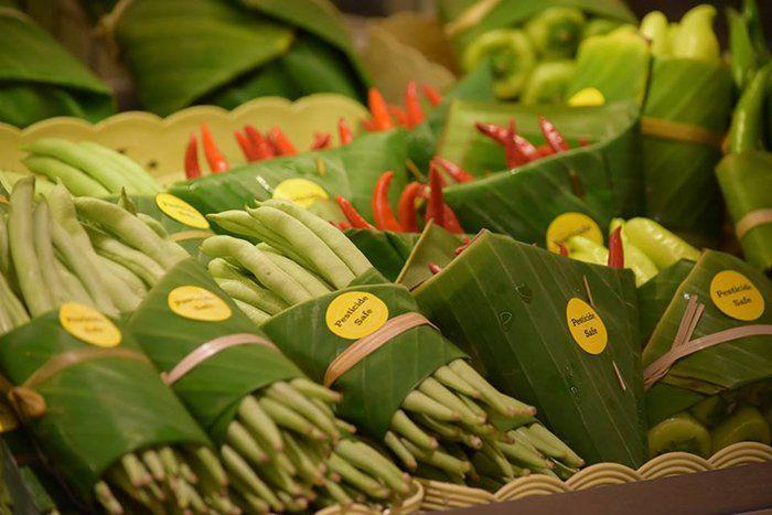 , Supermercado Tailandés sustituye los envoltorios plásticos por hojas de plátano