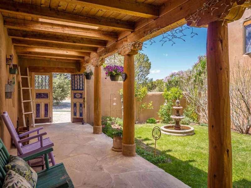, Esta casa elegante hecha de tierra garantiza facturas de electricidad menores a 10usd