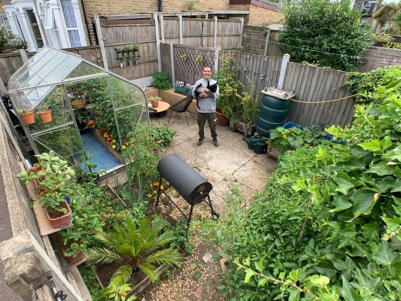 , Joven creó su propia huerta orgánica y no necesitó ir al mercado por 9 meses