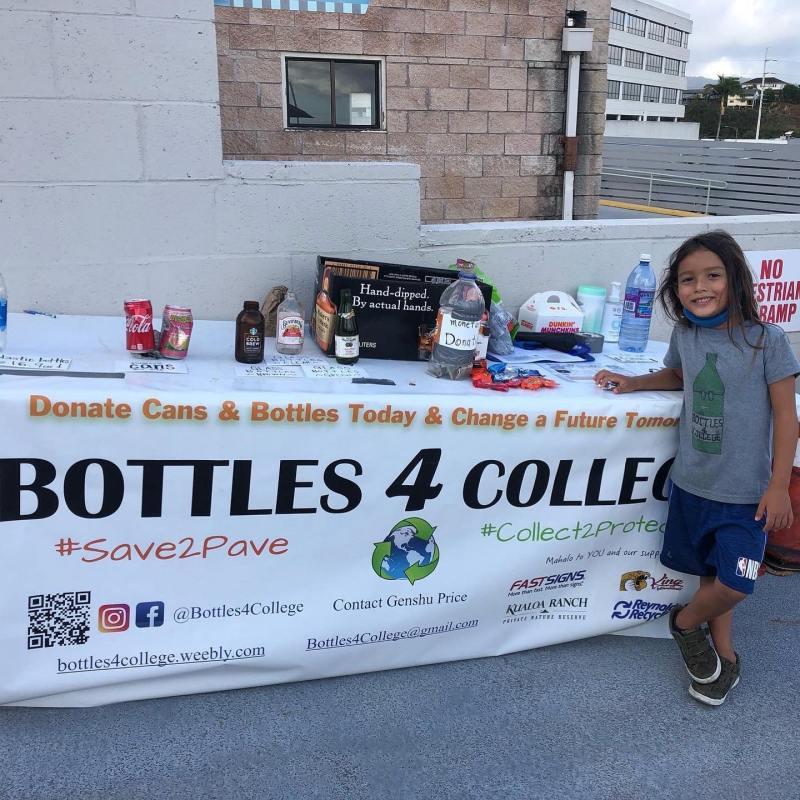 , Niño de 13 años recicla millones de plásticos por año con el fin de financiar becas universitarias
