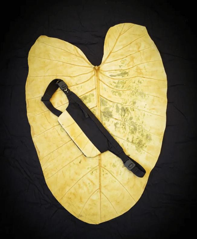 , Brasileños crean mochilas ecológicas hechas con hojas, llantas y botellas usadas