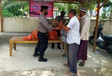 Photo of Giat Jum'at Barokah, Polsek Kutamakmur Bagikan 100 Nasi Bungkus dan Masker Gratis