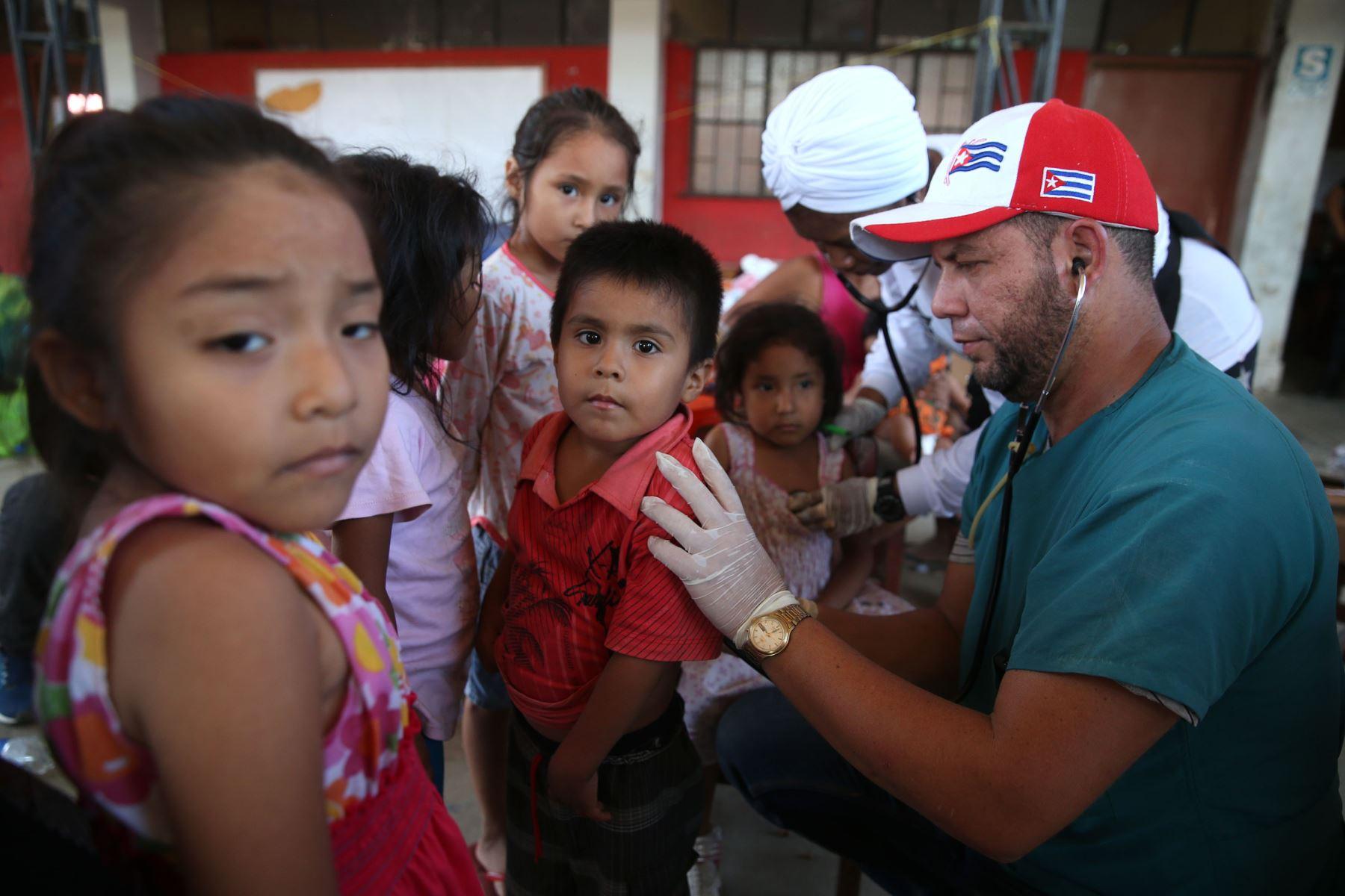 Resultado de imagen para medicos cubanos en piura