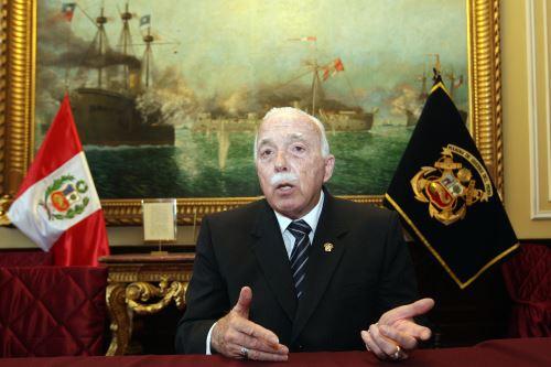 Congresista Carlos Tubino.