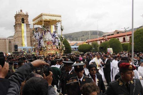 Alrededor de 100,000 personas participan en celebraciones por la Festividad de la Virgen de la Candelaria.