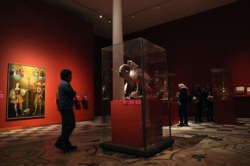 Pelícano de plata en tamaño natural que puede verse en el MALI