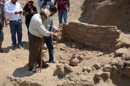 En el complejo arqueológico Huaca El Pueblo de Úcupe se descubrió la tumba de un personaje sin cráneo y que correspondería a un jefe militar perteneciente a la élite moche.