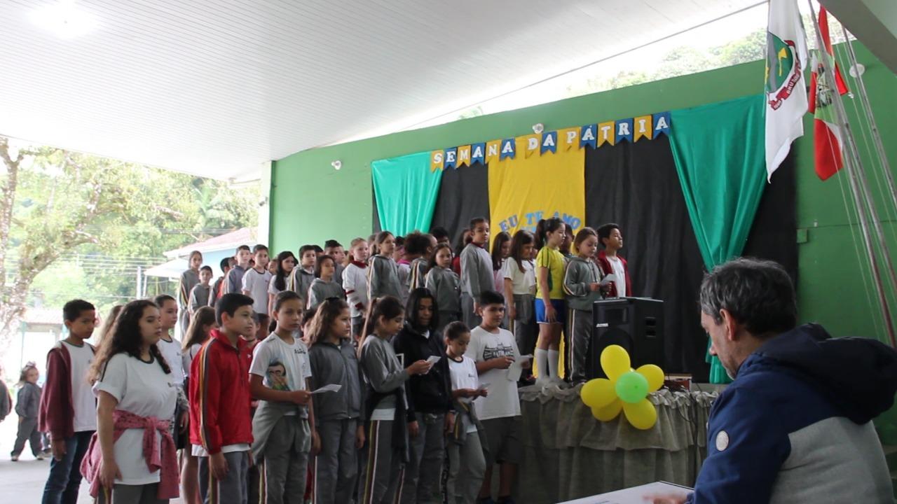 Execução do Hino Nacional: um ato de civismo e amor à pátria nas escolas de Brusque