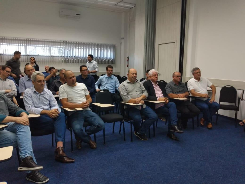 Prefeitos discutem repasse do Estado para manutenção de rodovias, em reunião da AMMVI