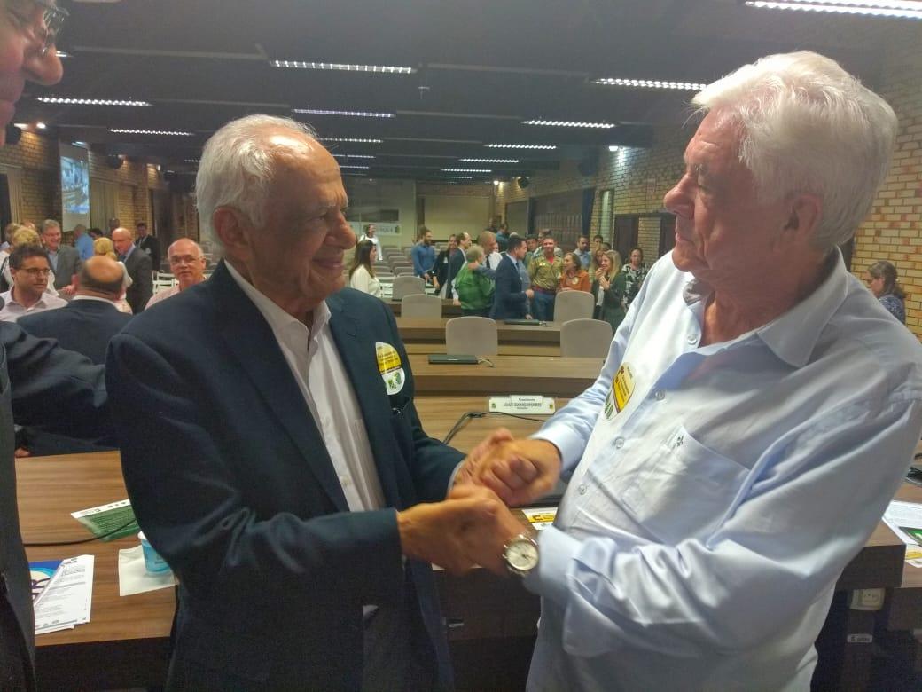 Prefeito e vice prestigiam Conferência de Pedro Simon, na Câmara de Vereadores