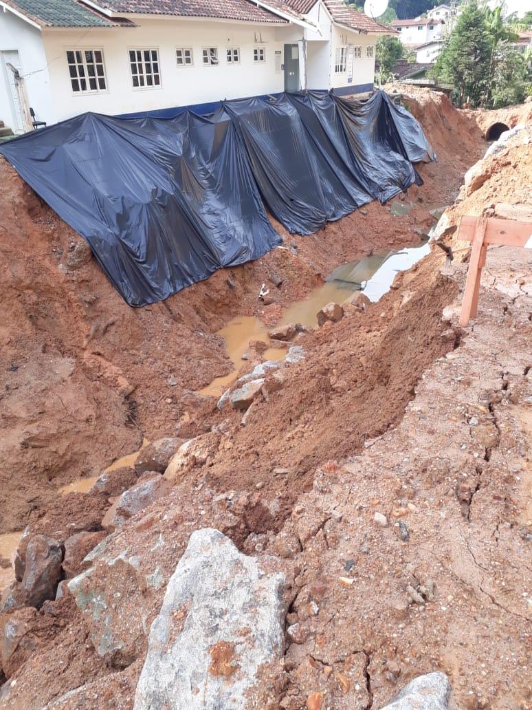 Secretaria de Obras monitora região do Poço Fundo após deslizamento. Construção de uma Galeria está prevista até o fim de junho