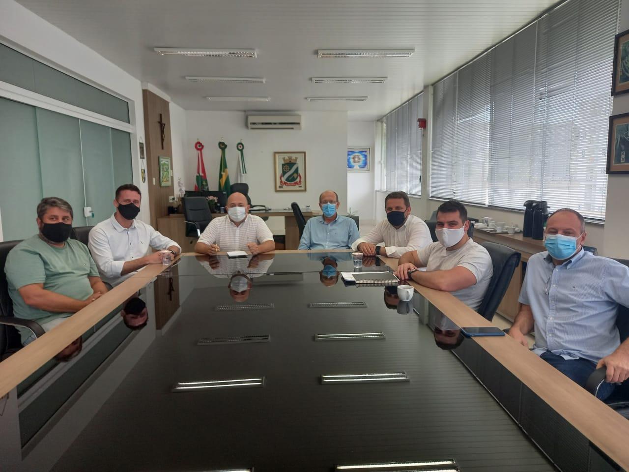 Deputados estaduais visitam prefeito e vice de Brusque