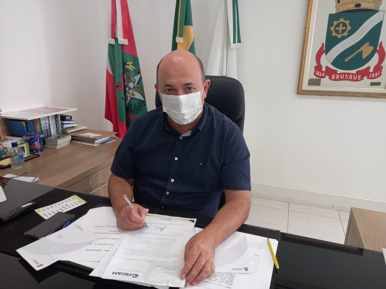 Prefeitura de Brusque adere a carta de intenções para a compra da vacina russa