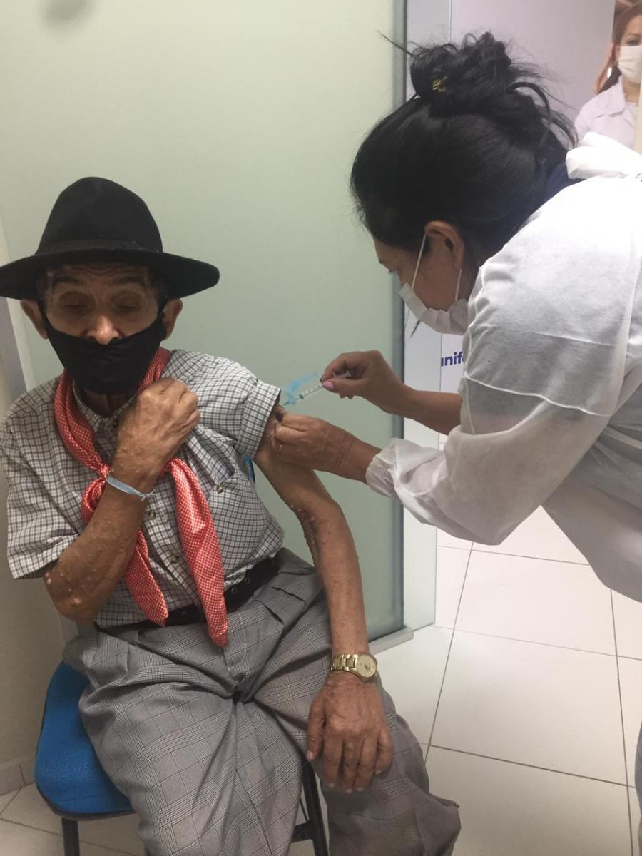 COVID-19: Brusque chama profissionais de saúde para Vacinação