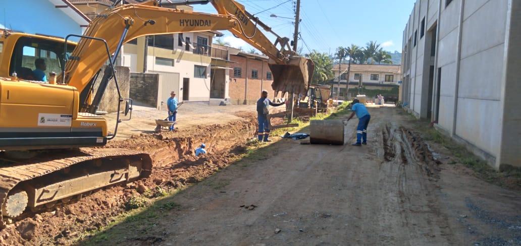 Secretaria de Obras inicia sistema de drenagem na rua LI007, na Limeira