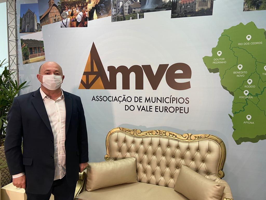Prefeito Ari Vequi participa de solenidade de comemoração dos 52 anos da Ammvi