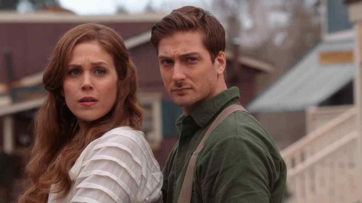 Erin krakow e Daniel Lissing em cena de When Calls The Heart, Quando o Coração Chama