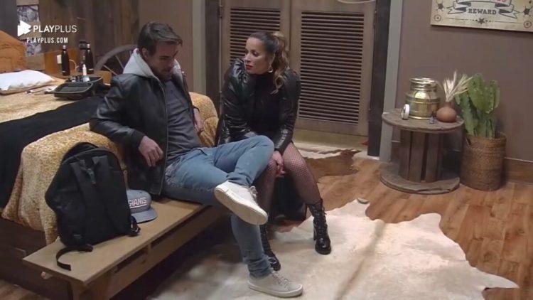 """Leandro não engoliu o voto que levou de Fabio durante a formação da DR no Power Couple Brasil 5. Em conversa com sua esposa Renata, o relações-públicas disparou contra Daniele e Fabio: """"Me senti traído""""."""