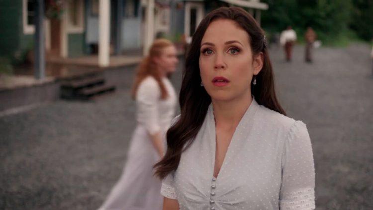 Erin Krakow em trailer da série When Calls the Heart
