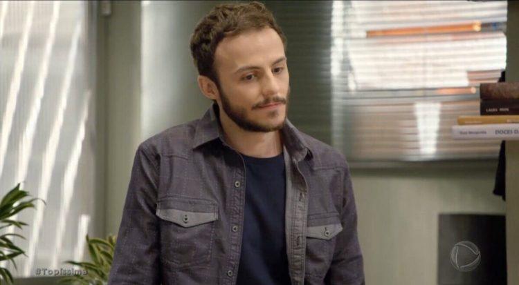 Bruno (Miguel Roncato) em cena da novela Topíssima - capítulo de 04 de agosto