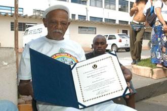 O mestre baiano, doutor em capoeira angola pela UFU, João Pequeno de Pastinha