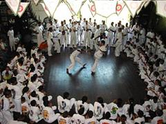 Portal Capoeira Macau: O Brasil que não vende Notícias - Atualidades