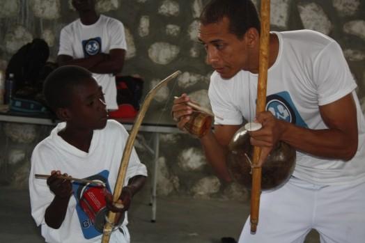 Portal Capoeira Haiti: Cenário é de guerra após terremoto Notícias - Atualidades