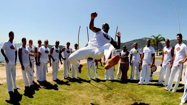 Portal Capoeira Homem de Gelo no Botafogo, Jefferson vira Gato Negro na capoeira Curiosidades