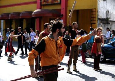 Portal Capoeira Forte Casa Teatro conceberam a peça itinerante Sobre Concreto Sonho, Cultura e Cidadania