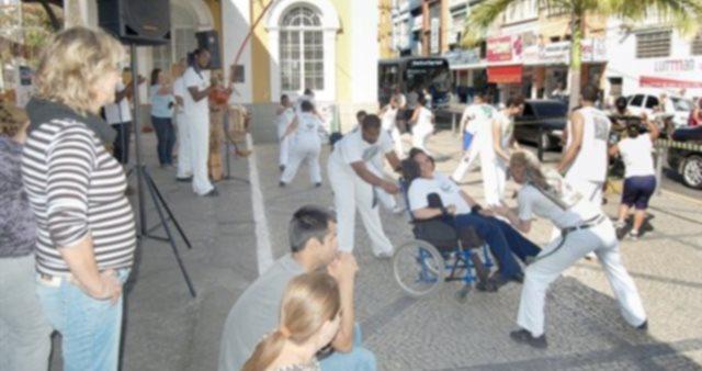 Portal Capoeira Barra Mansa: Capoeira incentiva a integração social Capoeira sem Fronteiras