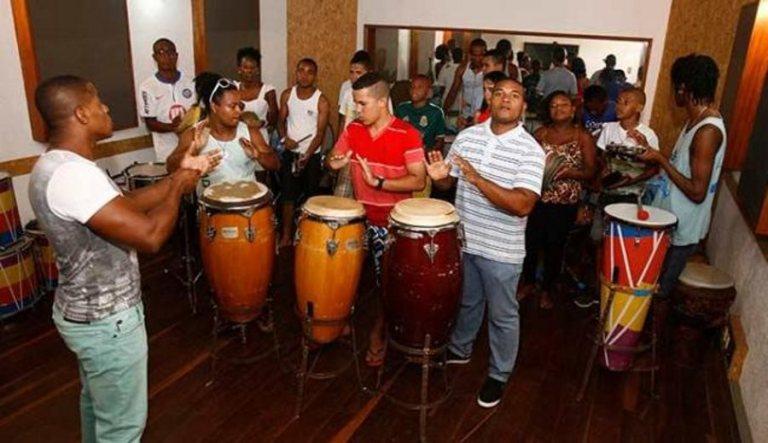 Portal Capoeira Jovens músicos levam a cultura baiana para fora do Brasil Cultura e Cidadania