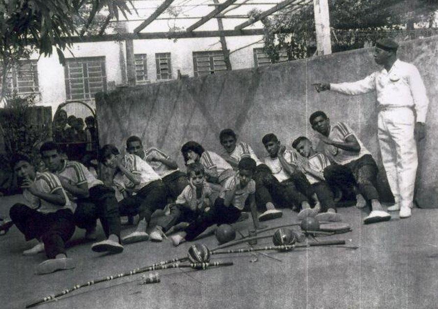 Entre a Capoeira Referenciada e a Copiada