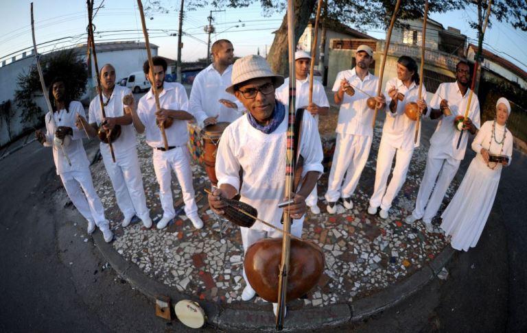 Mestre Dinho Nascimento & Orquestra de Berimbaus do Morro do Querosene