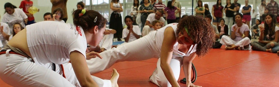 A capoeira interligando a vida das mulheres em todo o mundo