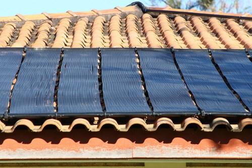 Brasileiros criam painéis solares feitos com lixo eletrônico