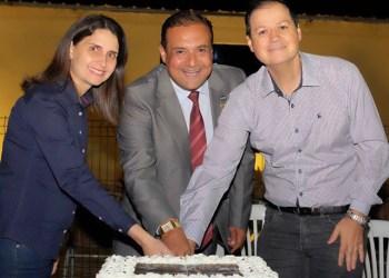 Primeira-Dama Vivian Naves e Juiz Carlos Limongi na comemoração