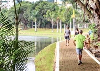 Caminhada parque contexto