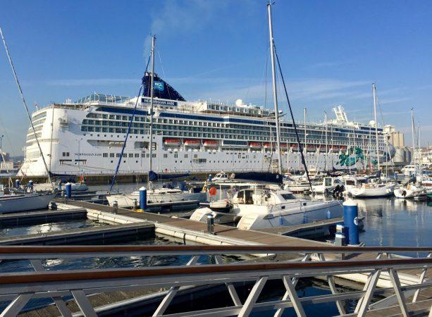 Norwegian Jade realiza su primera escala en el Puerto de A Coruña