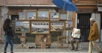 Banksy protesta contra la visita de cruceros en Venecia