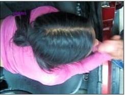 Safada ninfetinha mamando deitada no banco do carro