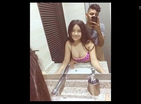 Jovencita tiene sexo en baño publico https://adsrt.com/ZhfDq