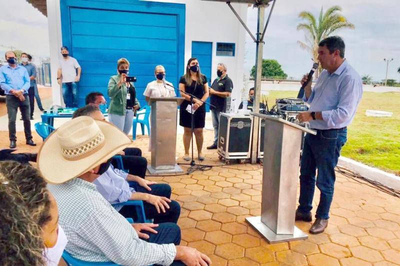 Eduardo Riedel confirma investimentos e participa da entrega de obras no interior