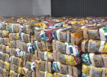 Moradores da Zona Norte de Manaus recebem doação de cestas de alimentos