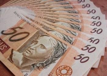 BOLSONARO SANCIONA LEI QUE CONFIRMA SALÁRIO-MÍNIMO EM R$ 1.045